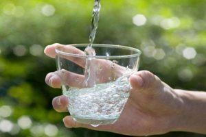 Uống nước khi bụng đói có lợi cho sức khỏe